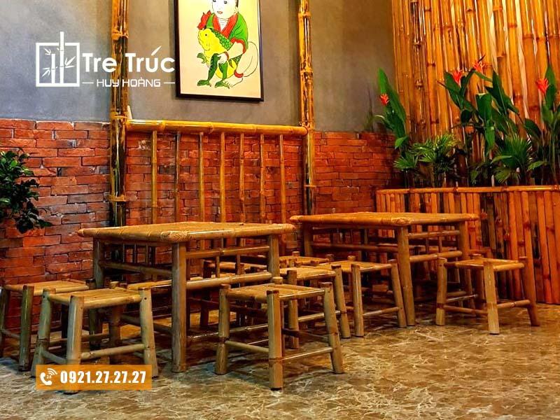 bàn ghế tre tạo không gian mộc mạc